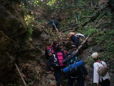 trekking pulau sempu