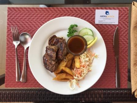 Lunch dengan steak daging sapi seharga USD 10++